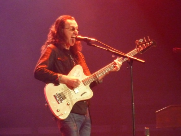 Geddy Lee Singing