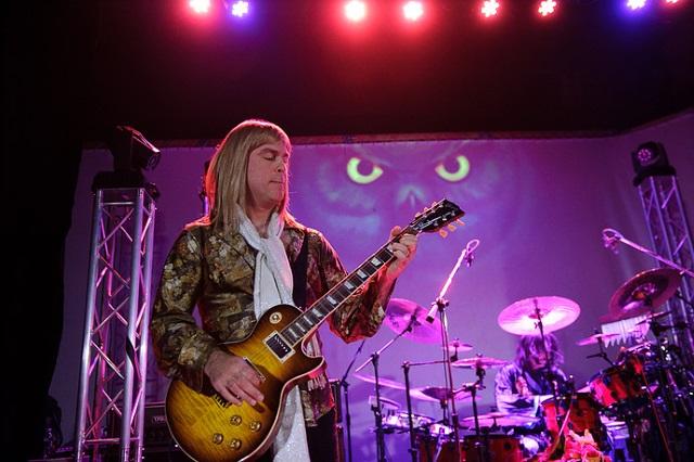 Guitarist Steve Longo of Mystic Rhythms