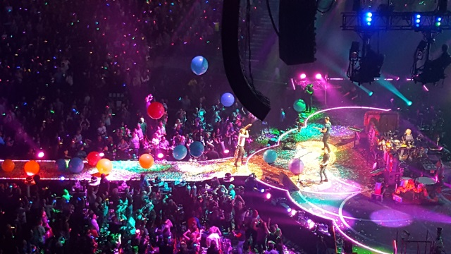 Coldplay having a good time in Portland at the Moda Center