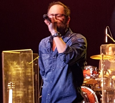 Robin Wilson sings for Gin Blossoms