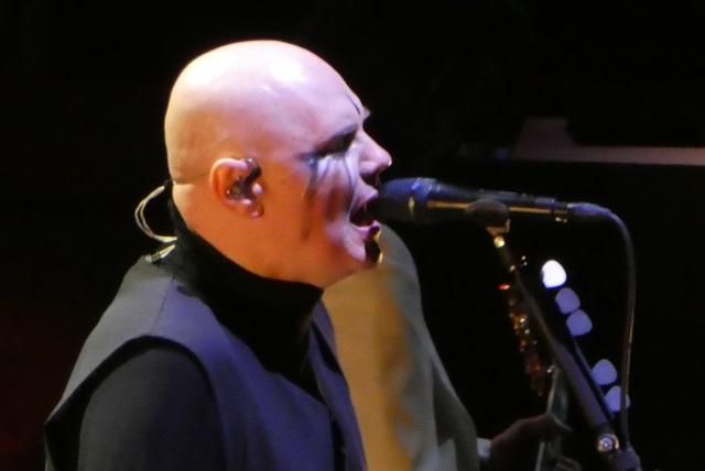 Billy Corgan singing for Smashing Punpkins
