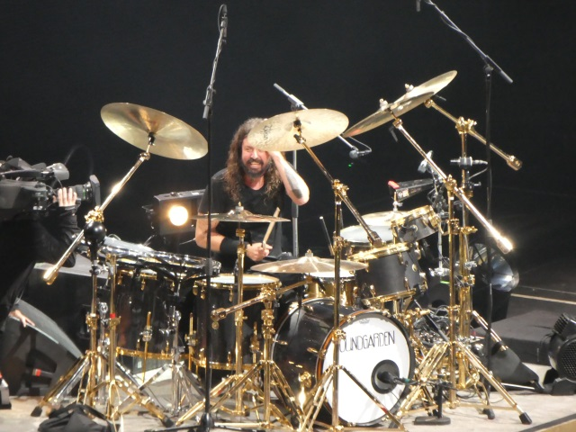 Dave Grohl plays the drums
