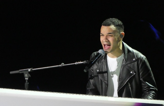 Tauren Wells on piano as part of Chris Tomlin Holy Roar tour