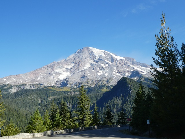Clear view of Mount Rainer in the afternoon